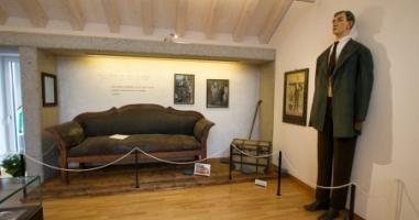 Ein Blick ins Wohnzimmer eines berühmten Innviertlers - wo befindet sich dieses Museum?